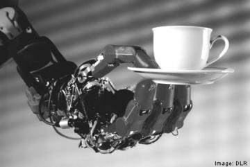Innovatie: DLR lichtgewicht robothand met een kopje koffie